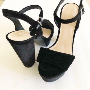 Nine West Size 8 Black Velvet Platform Sandal Heel